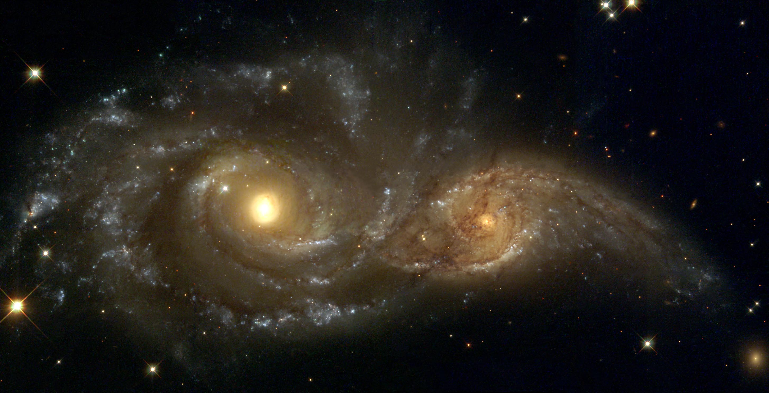 NGC2207_IC2163-I-GRB-HST2005.jpg